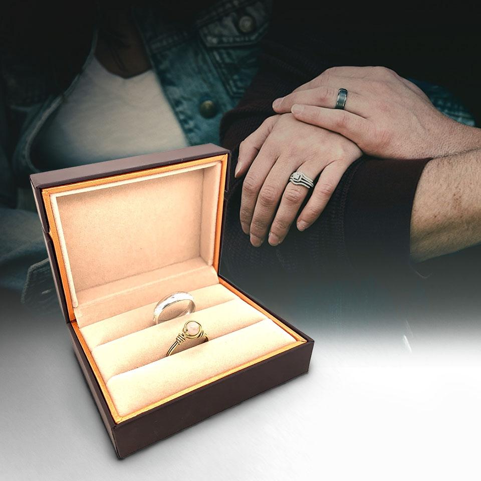 กล่องใส่แหวนคู่สีน้ำตาล